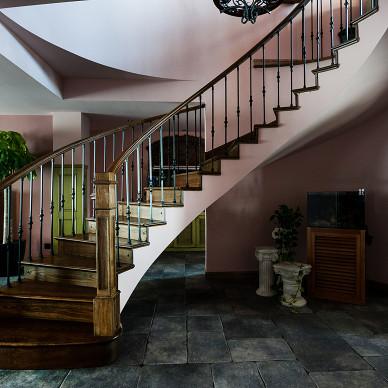 处女座的法式风格复式楼梯设计