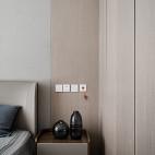 简约风木饰卧室床头柜设计