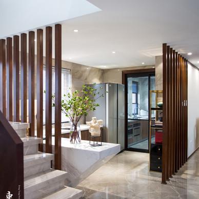 中式别墅楼梯口实景图
