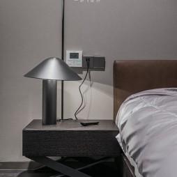 150㎡ | 现代简约卧室床头灯图片