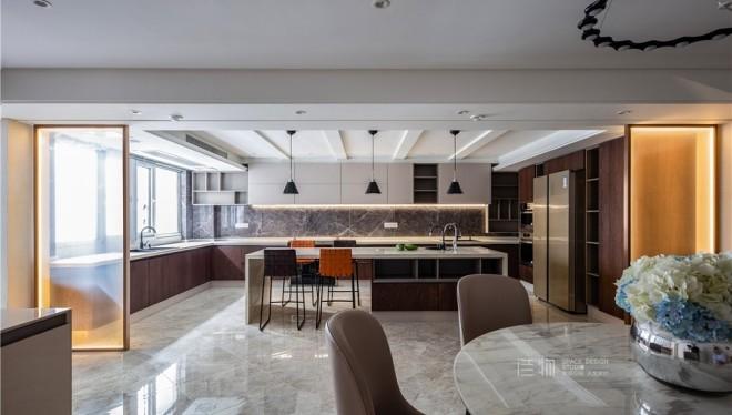《无界》| 打破常规,6平厨房变身30平