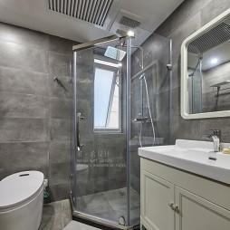 130平米现代简约卫生间设计图