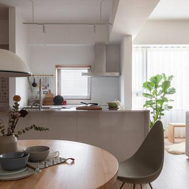 白色与木质内饰碰撞一简单舒适的家_1592290372_4175705