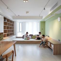 没有沙发的客厅成为家庭中快乐亲子互动空间_1593832280_4193094