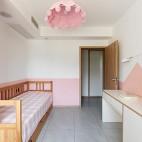 没有沙发的客厅成为家庭中快乐亲子互动空间_1593832738_4193111